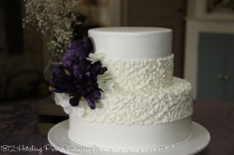 Sophisticated and simple wedding cake