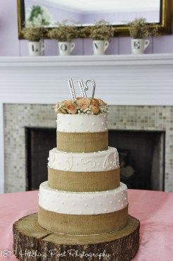Burlap over piping wedding cake