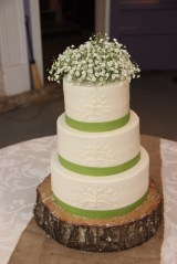 Green ribbon on piped cake