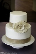Smooth cake with burlap