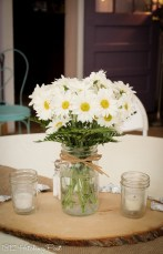 Daisies in mason jar