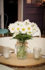 Daisies in mason jar