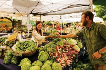 2011-Winter-Oregon-Travel-Willamette-Valley-Eugene-fresh-produce-at-hey-bayles-800x553-