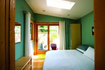 2012-Winter-Oregon-Tours-Portland-Pocket-House-room