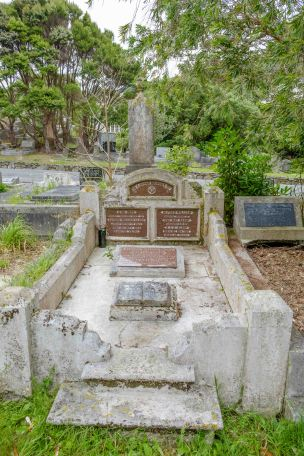 Alfred Alsop's grave