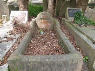 Dorothy Chisholm's grave - before photo