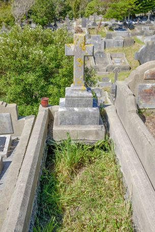 Margaret Beagley's grave - before photo