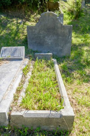 Nia Clarke's grave - before photo