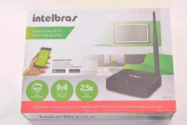 10.0.0.1 - Imagem de um roteador Intelbrás na caixa