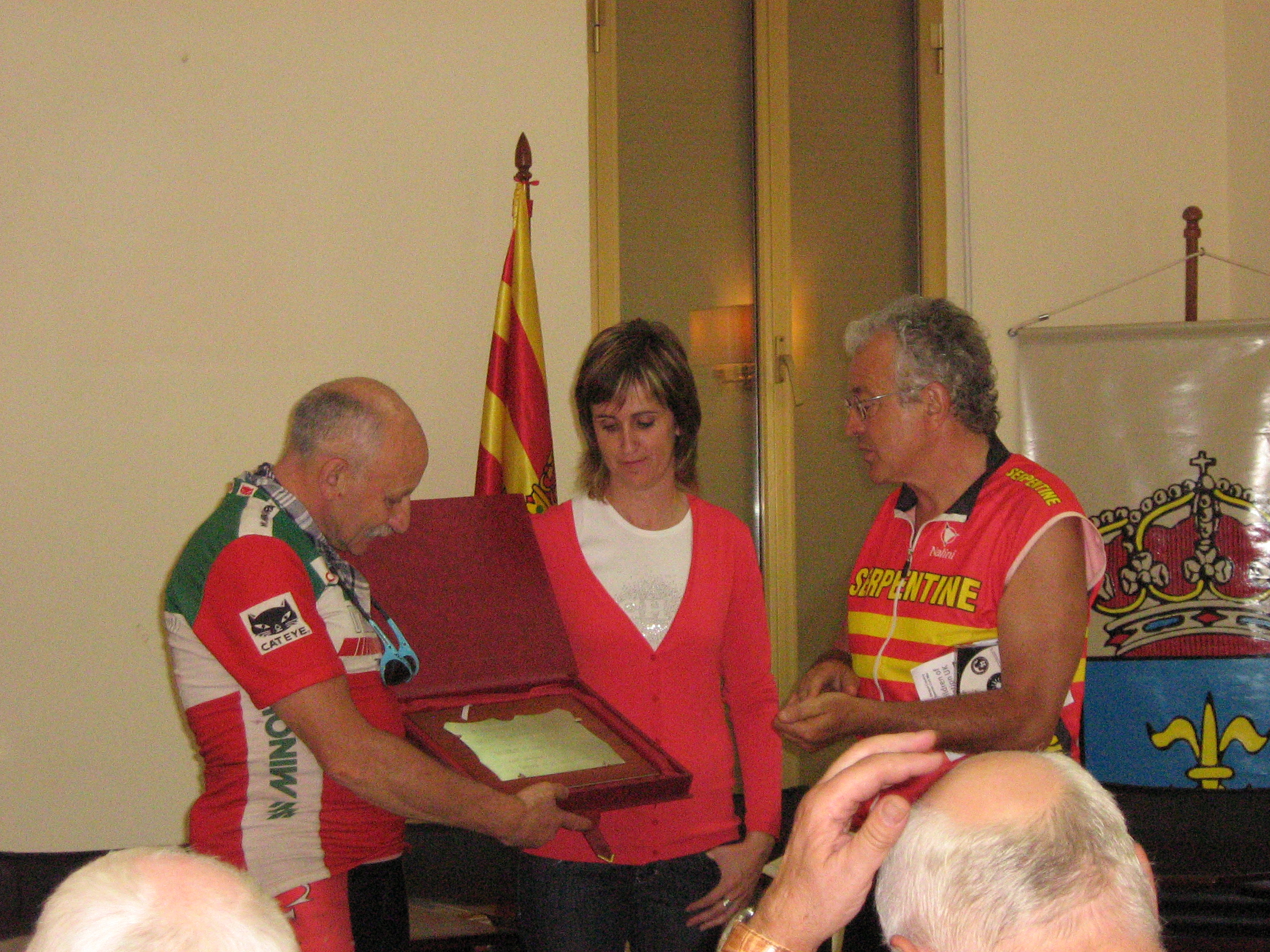 The Alcadesa of Tardienta presenting an inscribed plaque to Charles Jepson