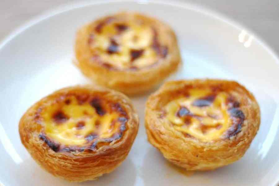 Lisbon in a day - pasteis de nata in the alfama district