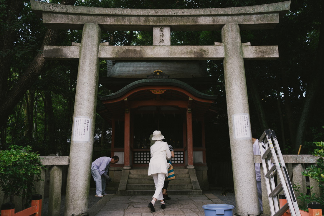 There are dozens of medium to small-sized secondary shrines.