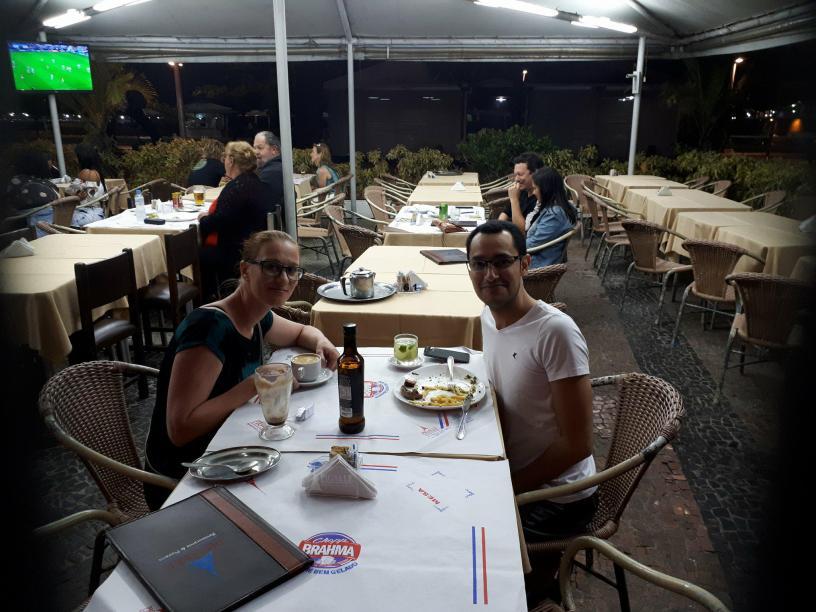Entrevista com uma húngara, falando sobre austrália.