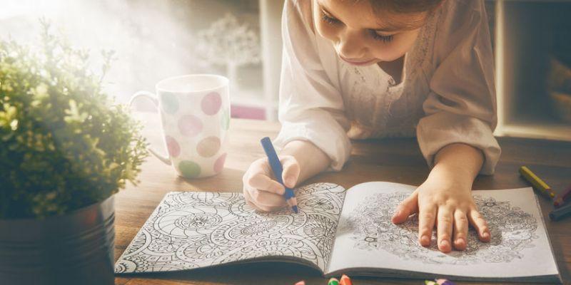 Carti de colorat pentru copii mici si mari: 6 recomandari