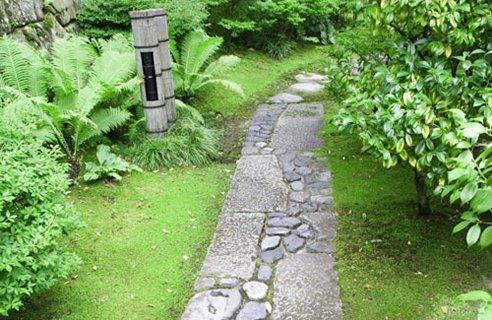 Каменные дорожки на даче