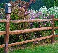 Простой забор из жердей на даче