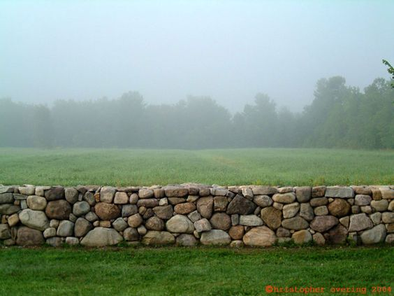 Каменный забор на даче