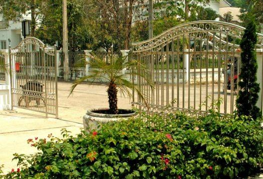 Решетчатые металлические откатные ворота