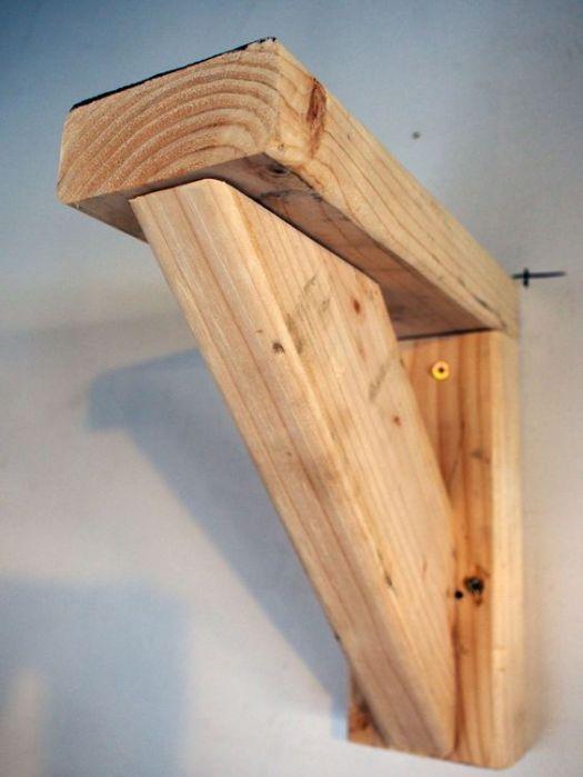 Деревянный уголок для стеллажа в гараже