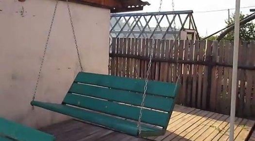 Качели-диван на цепях