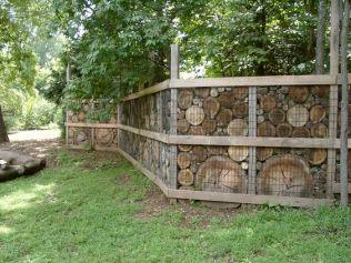Габион забор из спилов дерева