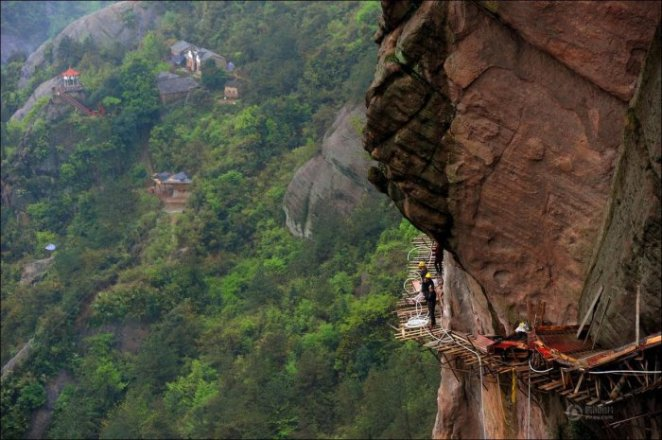 How-to-build-a-path-for-tourists-in-the-mountains-of-China-13