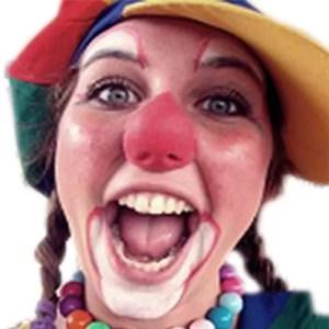 Een ballonnenclown die ook kan schminken en zingen, altijd feest