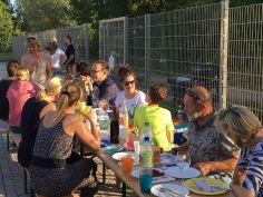 Während die Kinder sich auf der Freizeitanlage austobten, konnten Eltern und Trainer gemütlich über die vielen Erlebnisse sprechen.