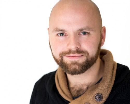 juriss Juris Tuvplāna portreta headshot bilde