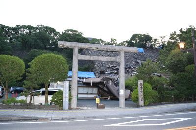 完全に倒壊した熊本大神宮