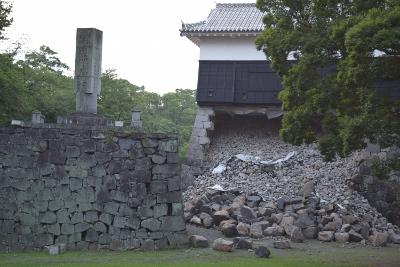 地震で石垣が崩れた熊本城