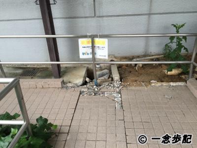 避難所の熊本県立総合体育館も被災02