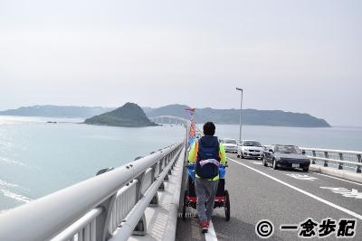 角島大橋を歩く