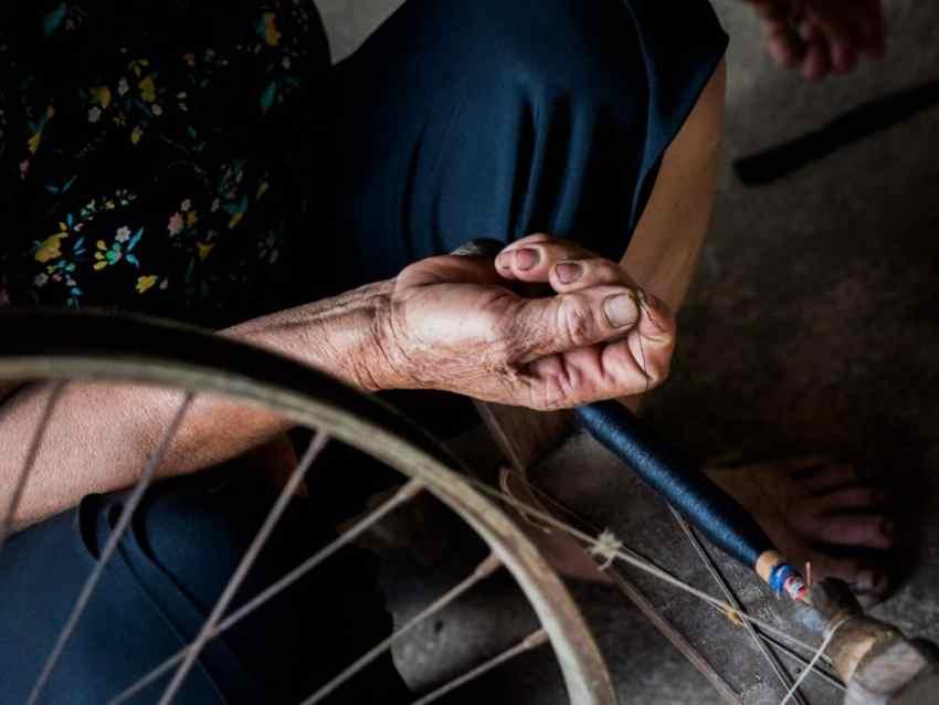 vietnam, ethnies minoritaire, mai chau, tisseuse