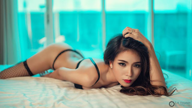 Thúy Ngọc Phạm khoe đường cong gợi cảm qua ống kính Lê Thanh