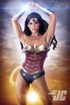 cung-xem-cosplay-wonder-woman-nong-bong-den-nghet-tho 11