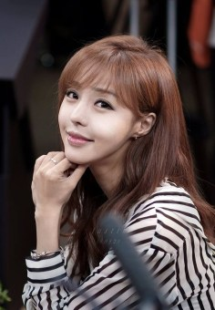 seo-jin-ah-showgirl-kiem-nu-streamer-goi-cam-den-tu-han-quoc 11