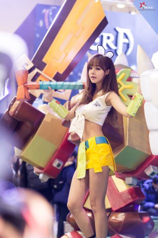seo-jin-ah-showgirl-kiem-nu-streamer-goi-cam-den-tu-han-quoc 15