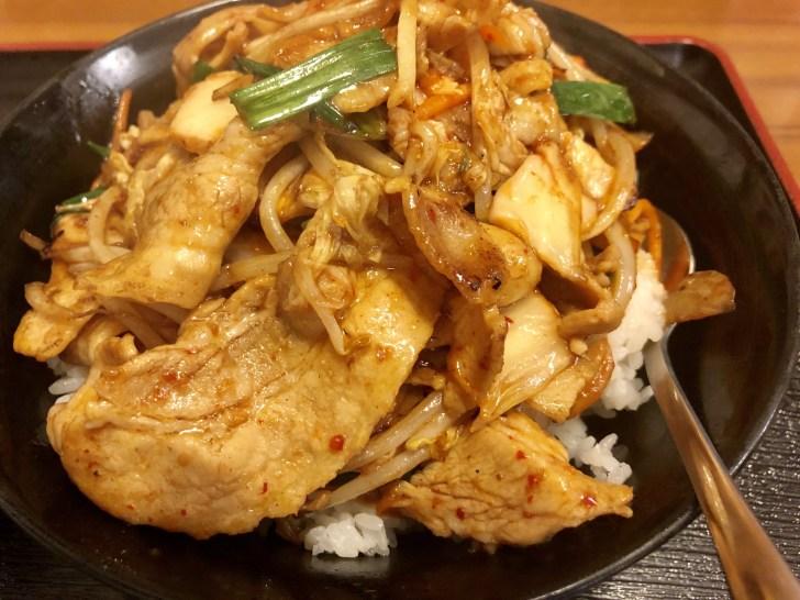 君津スタミナ食堂の豚キムチ丼