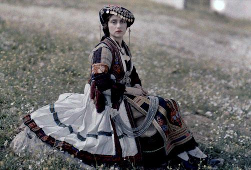 Ηθοποιός με ενδυμασία αγρότισσας στη Θεσσαλία.