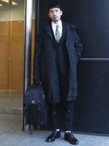 スーツでリュック,スーツにバックパック