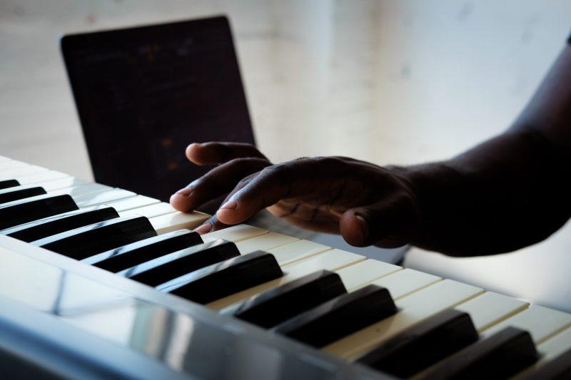 ecouter les sons et reproduire les notes sur le clavier