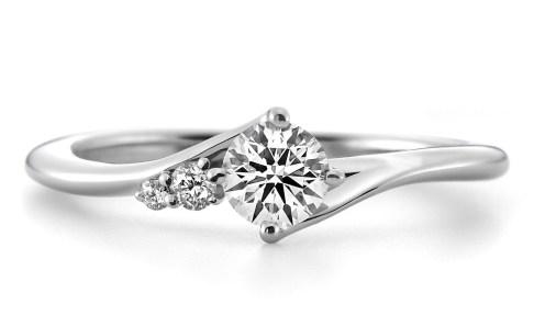 ラザールダイヤモンドの婚約指輪 CASSIOPEIA(カシオペア)