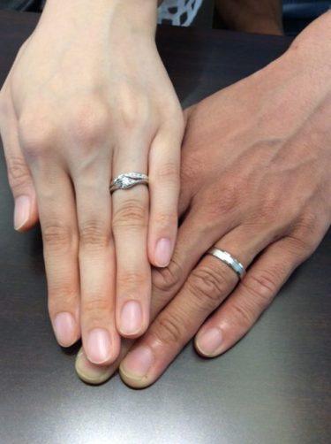 エレガントに重ね着け💍ロイヤルアッシャーの婚約指輪と結婚指輪
