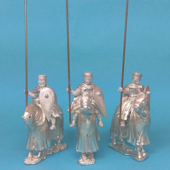 28mm medieval knights wearing cloaks