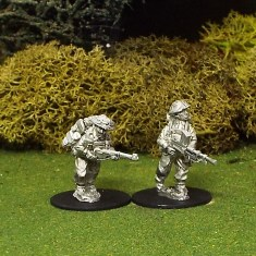 28mm BEF Bren Gun Team Advancing with Helmet Covers.