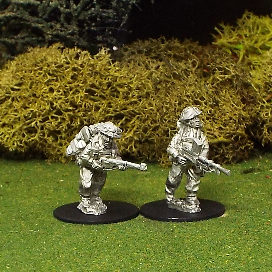 28mm BEF Bren Gun Team Advancing with Helmet Covers.