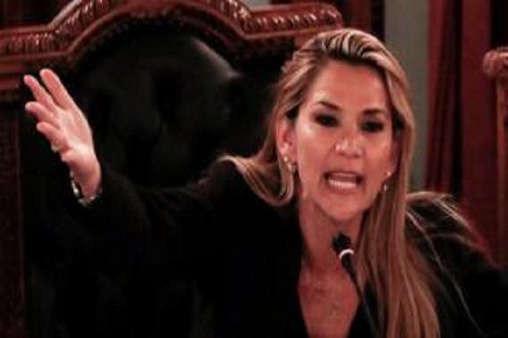 Bolivia crisis: Jeanine Áñez declares herself interim president