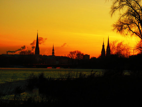 Silhouette_of_hamburg_in_sunse_by_rockmylife-d34ecu1