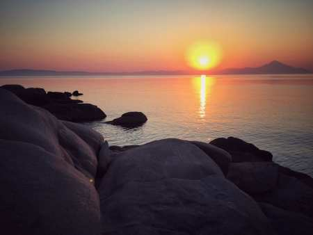 Sonnenaufgang über Mount Athos: Farbenspiel über dem Mittelmeer.